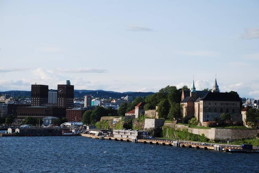 Norwegen Olso Rathaus Akershus Hafen