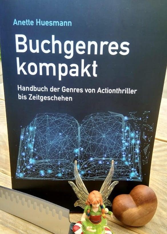 Anette Huesmann: Buchgenres kompakt. Handbuch der Genres von Actionthriller bis Zeitgeschehen. Fotografiert von Maike Frie